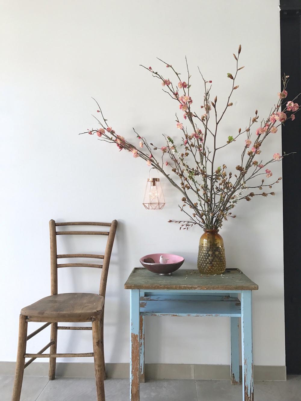 cesnjev cvet namizna dekoracija