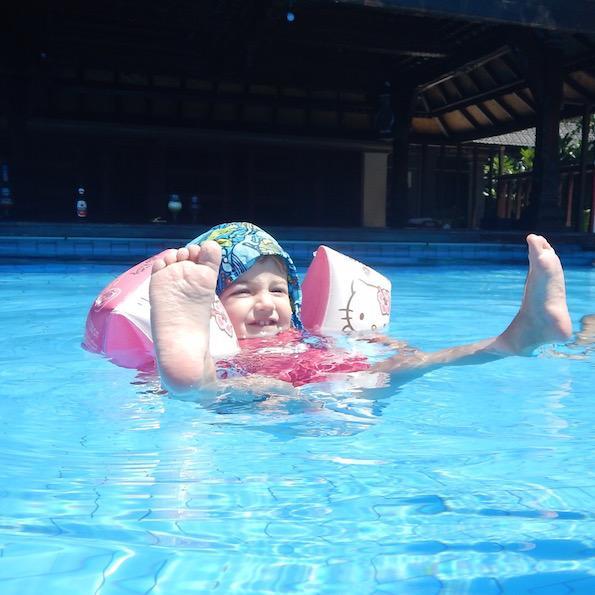 Potovanje z otroki indonezija gili pool