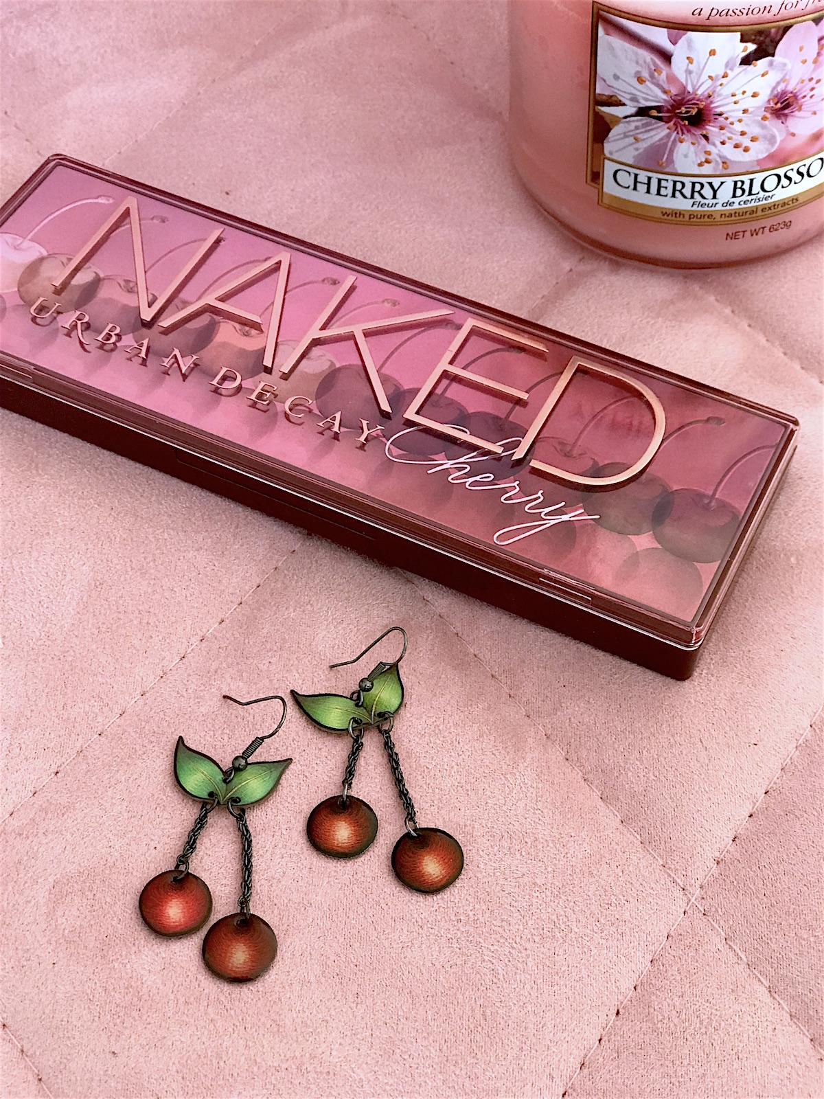 Kozmetika moda cesnje jagode cvetovi Beautyfullblog urban decay naked paleta