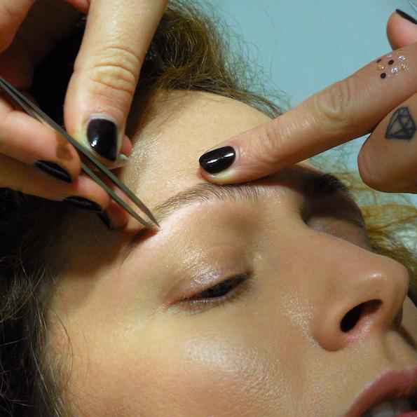 Naravno oblikovanje obrvi puljenje nika veger lux brows petra