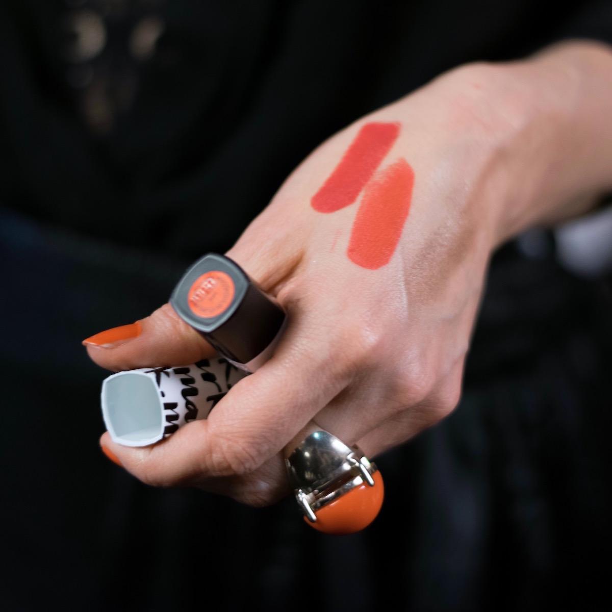 Avon Mark ličila lipstick makeup šminka rdeča