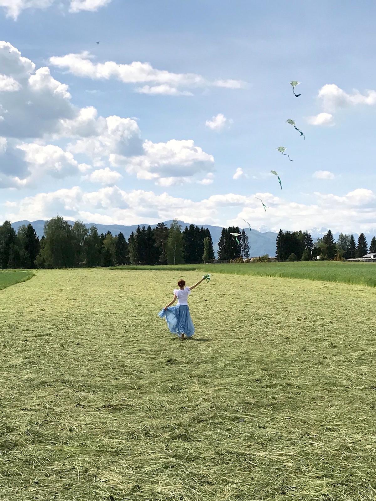 Beautyfullblog Nika Veger spuscanje zmaja polje psenice