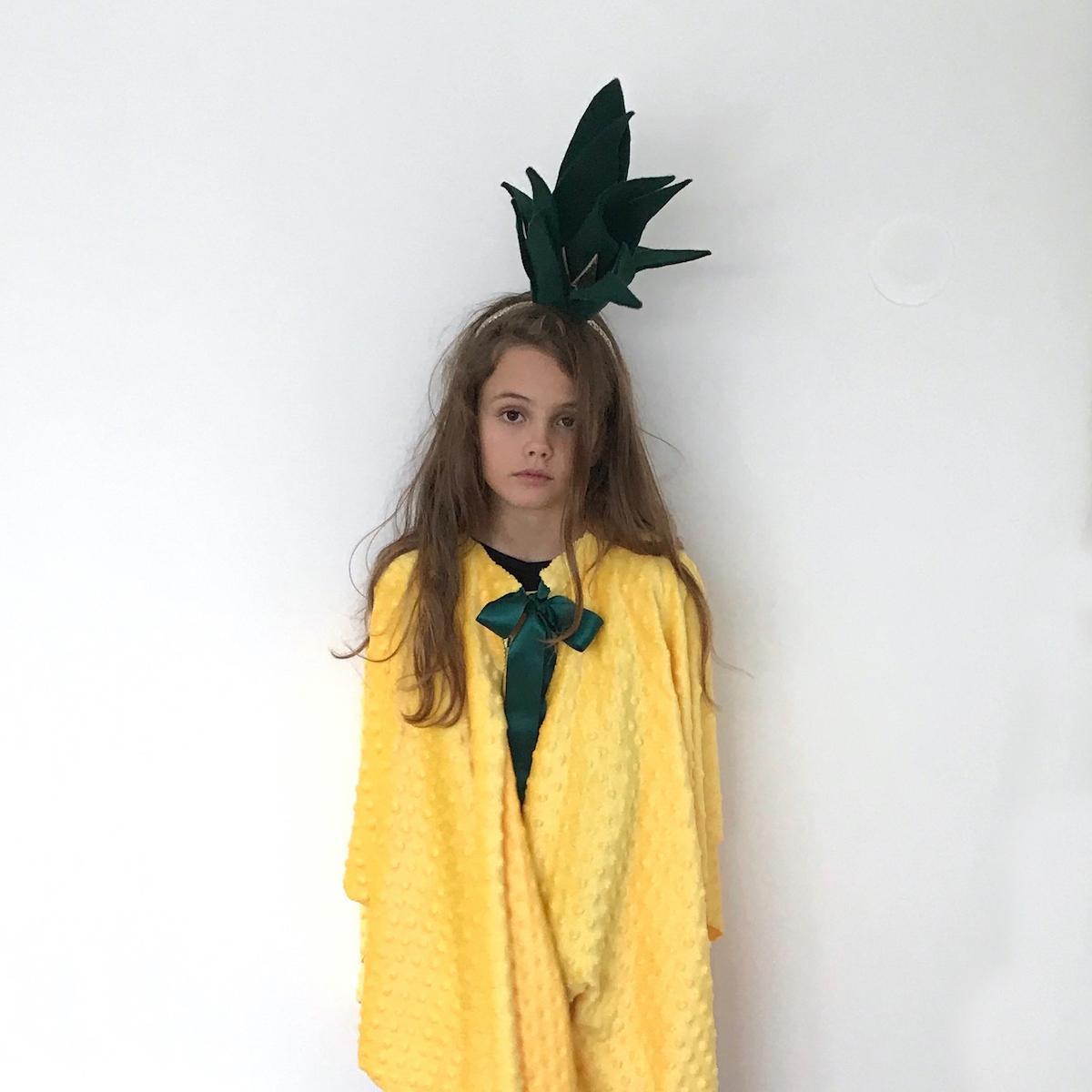 DIY naredi sam pustni kostum za otroke ananas