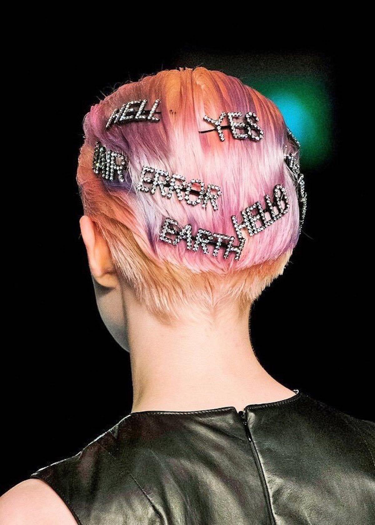 praznicnoa frizura špange z napisi beautyfull blog