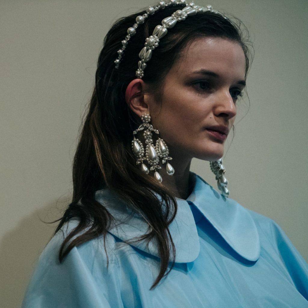 trend frizure biseri beautyfull blog-Simone-Rocha