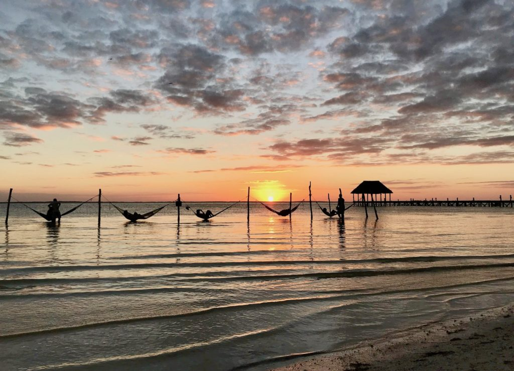 Mehika Holbox druzinske pocitnice beautyfull blog nika veger sončni zahod plaža