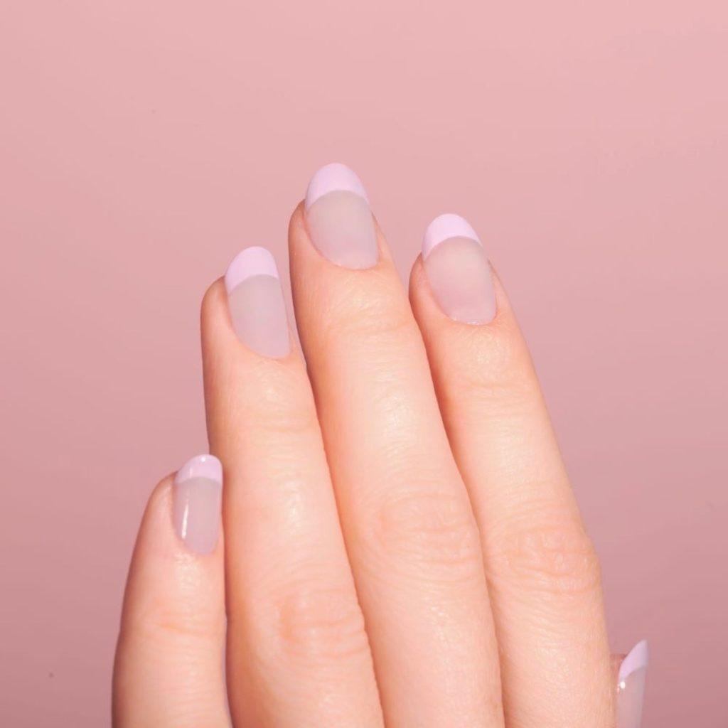 vijoličasta vijola kozmetika lak proti rumenim nohtom nika veger beautyfull blog