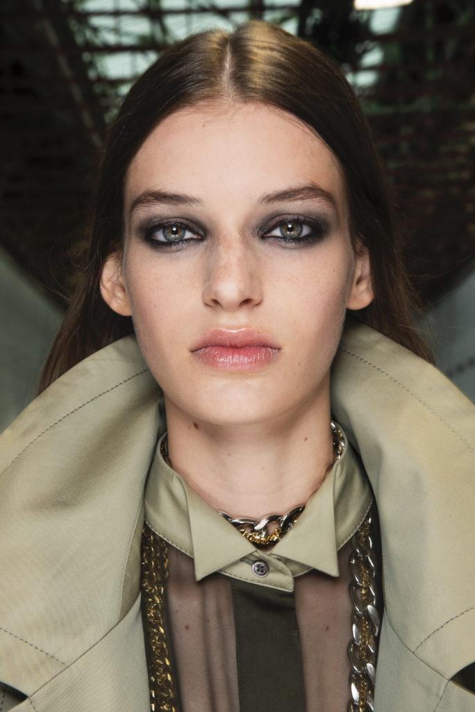 kozmetika mac trendi licenja 2020 nika veger beautyfull blog zadimljene oči