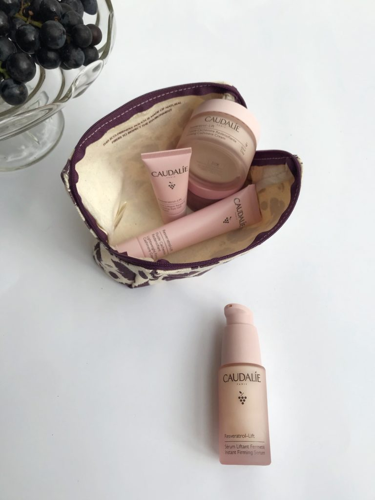 SERUM Caudalie Resveratrol-Lift trajnostna naravna kozmetika proti gubam nika veger beautyfull blog