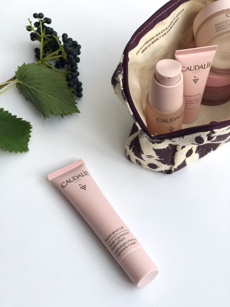 LAHKA VLAŽILNA NEGA Caudalie Resveratrol-Lift trajnostna naravna kozmetika proti gubam nika veger beautyfull blog