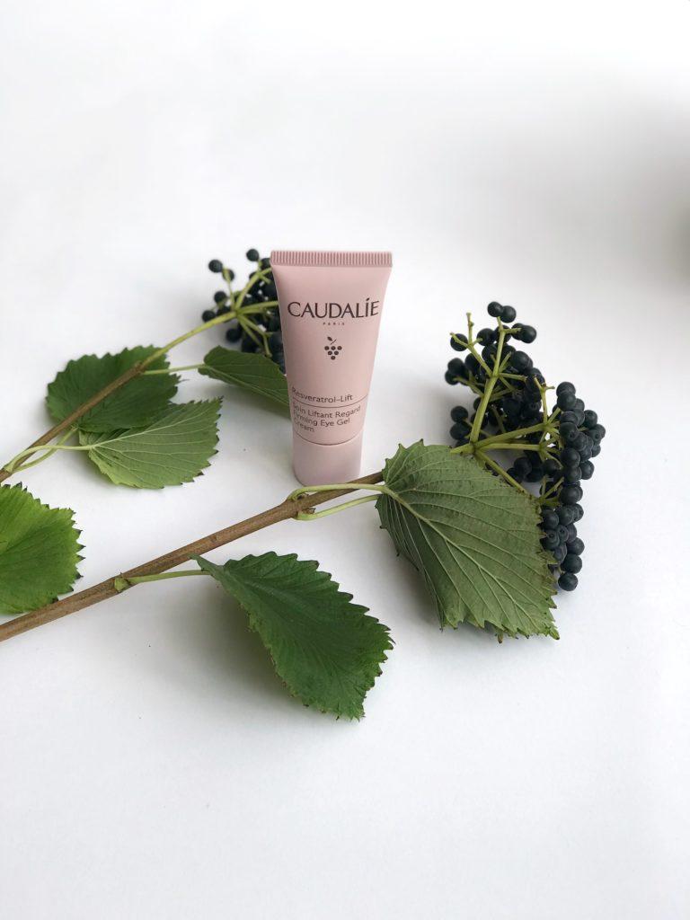 KREMA ZA OKROG OČI Caudalie Resveratrol-Lift trajnostna naravna kozmetika proti gubam nika veger beautyfull blog