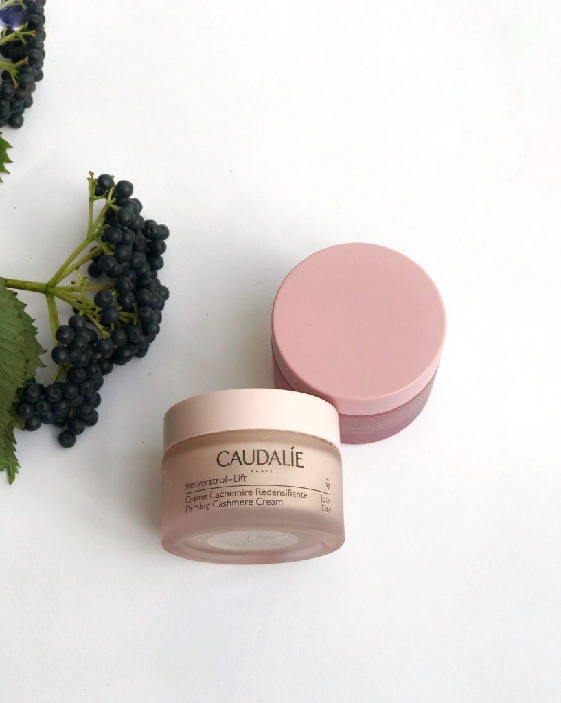 DNEVNA KREMA BOGATA Caudalie Resveratrol-Lift trajnostna naravna kozmetika proti gubam nika veger beautyfull blog