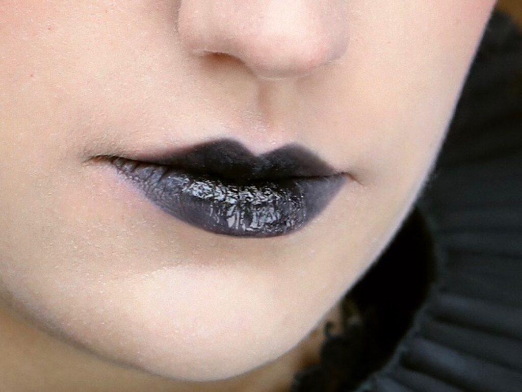 crna usta sminka