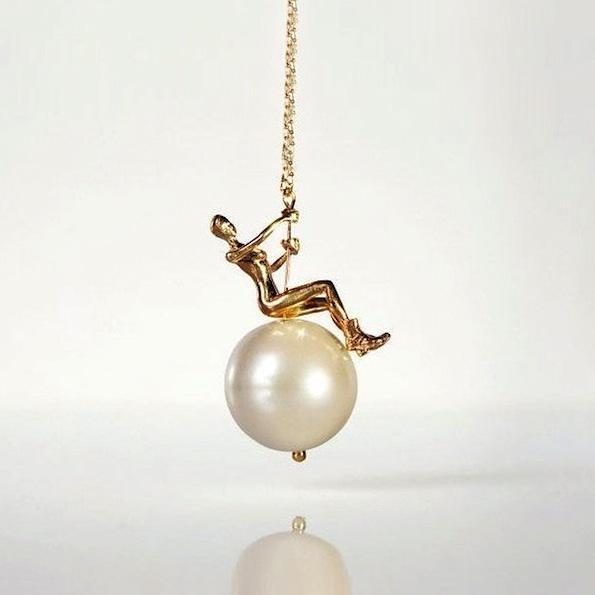 Trendna in seski ogrlica 'Majla z biseri' ;). Foto: Pinterest, Swinging Ball Necklace