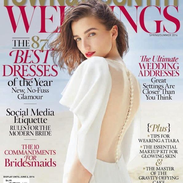 Biserni gumbi kot čudovit detajl na hrbtu obleke. Foto: Todd Marshard za TC Weddings